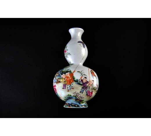 Galaxy Auction IncQing Qianlong Marked Famille Rose Vase