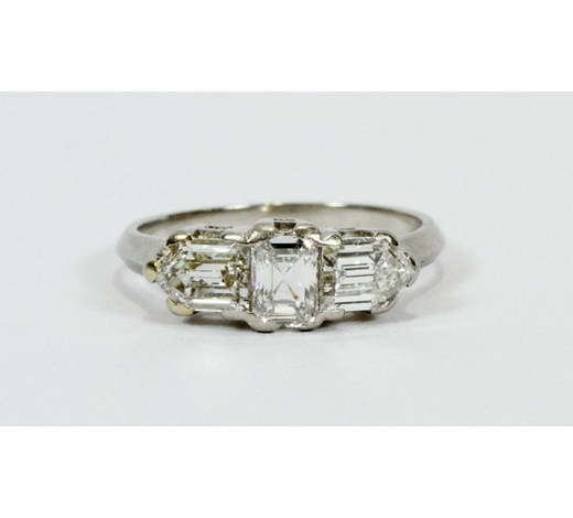 DuMouchelles   ART DECO 3 STONE DIAMOND & PLATINUM BAND RING
