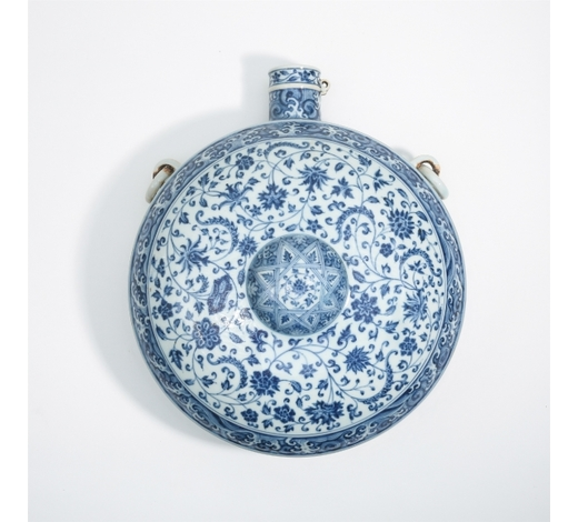 New Castle Art & Antique GalleryCHINESE PORCELAIN BLUE AND WHITE FLOWER FLATTEN MOONFLASK VASE