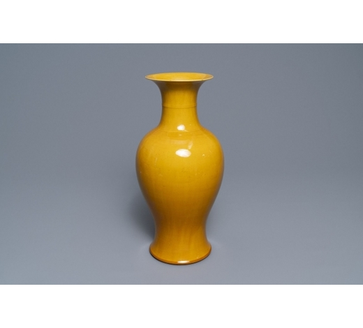 Rob Michiels AuctionsA Chinese monochrome yellow baluster vase, 19/20th C.