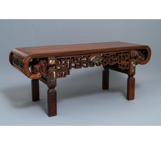 Rob Michiels AuctionsA low Chinese marble-inlaid wooden rectangular table with rounded corners, 19/20th C.