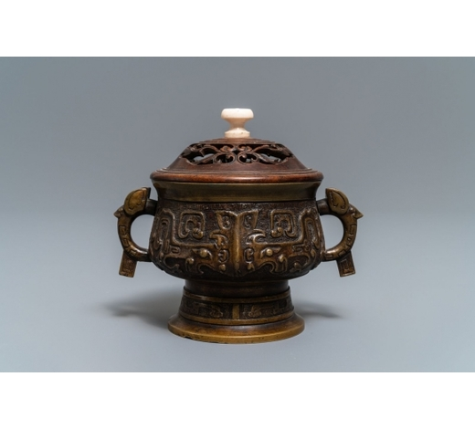 Rob Michiels AuctionsA Chinese bronze censer with wooden cover, Xuande mark, 19th C.
