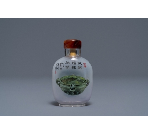 Rob Michiels AuctionsA Chinese reverse-painted glass snuff bottle with antiquities design, 20th C.