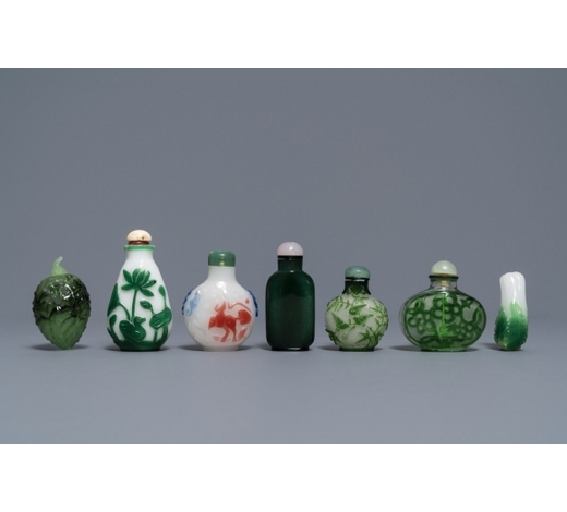 Rob Michiels AuctionsSeven Chinese green overlay snowflake and moulded green glass snuff bottles, 19/20th C.