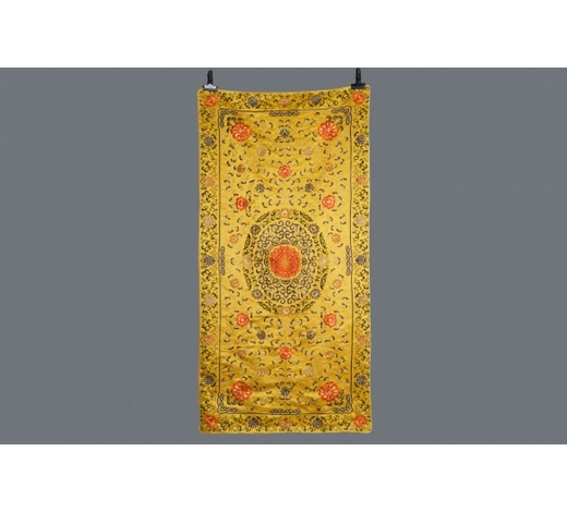 Rob Michiels AuctionsA Chinese yellow-ground silk embroidered altar cloth with floral design, 18/19th C.