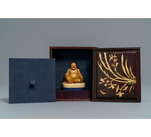 Rob Michiels AuctionsA Chinese signed and inscribed Shoushan soapstone figure of Buddha, 19th C.