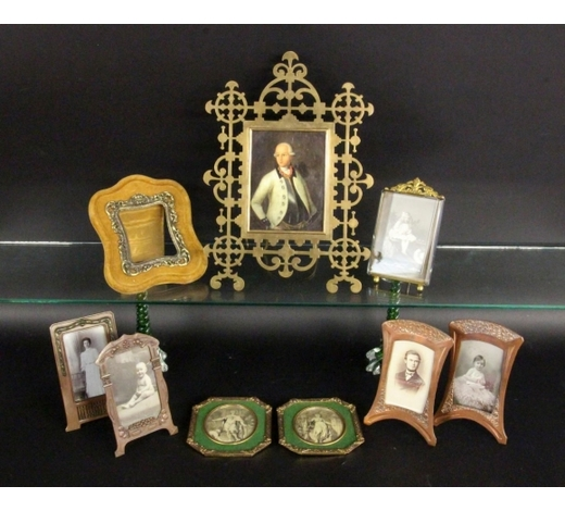 Sigalas AuktionshausA LOT OF 9 PHOTOGRAPH FRAMES Brass, copper