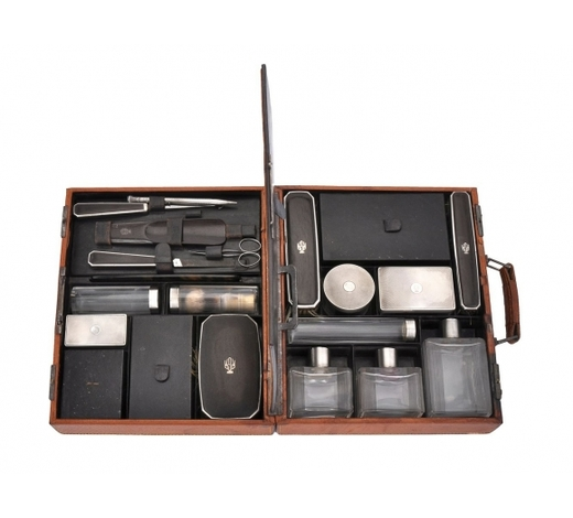 Dreweattsϒ S. T. Dupont, a leather travel case