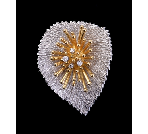 DreweattsAn abstract two colour diamond leaf brooch