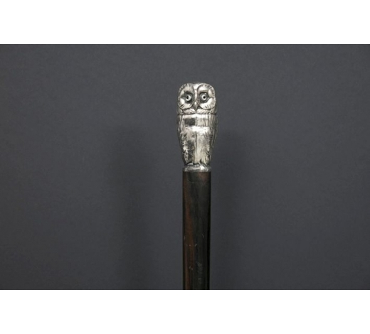 DVCantique walking stick with an owl shaped grip in marked silver